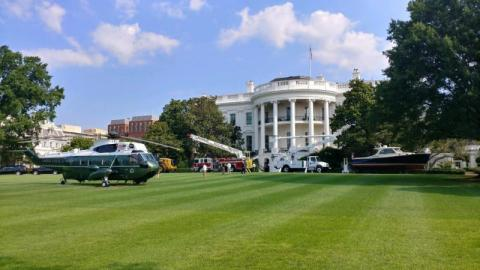 Hinckley parks on the White House lawn